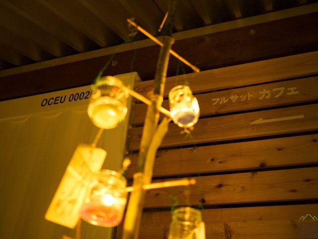 【フルサット】コンテナと空き瓶ランプ