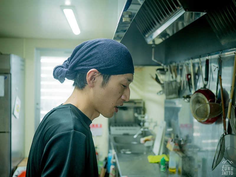 【フルサット】蒲公英拉麺YAMATO(厨房で)