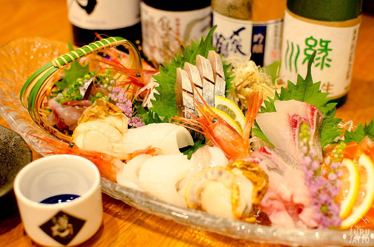 ご当地上越、佐渡、新潟県内のバラエティ豊かな食・各種地酒を豊富に取りそろえております